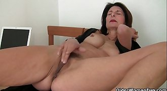 Porn will get mom'_s pussy juicy